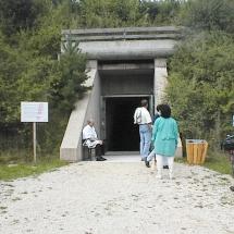 Der Eingang in die Unterwelt: Tor zur Staumauer des großen Brombachsees